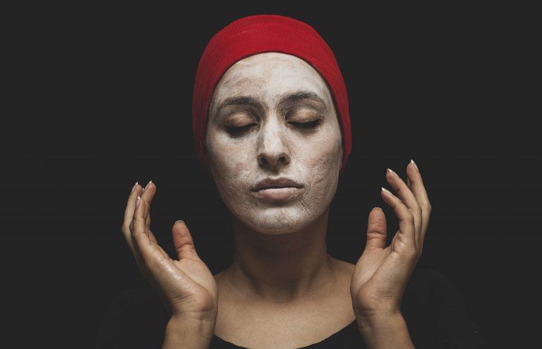 Qu'est-ce qui est mieux : masques faciaux naturels ou synthétiques